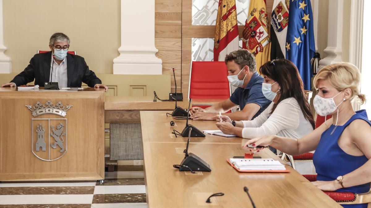 Constitución ayer en el Ayuntamiento de Cáceres del Comité de Hermanamiento entre Cáceres y Lumbini.