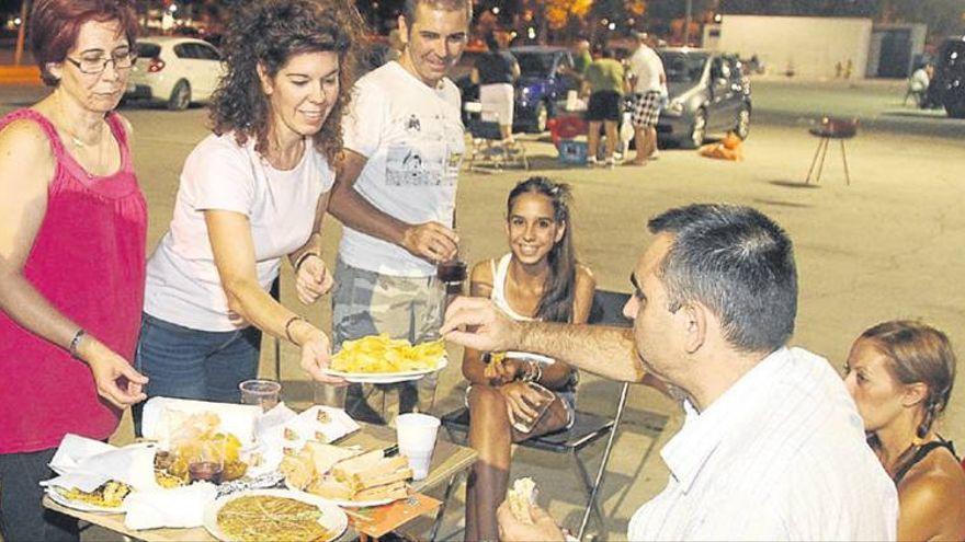 El Ayuntamiento pondrá leña y agua para que puedan celebrarse peroles de San Rafael en El Arenal