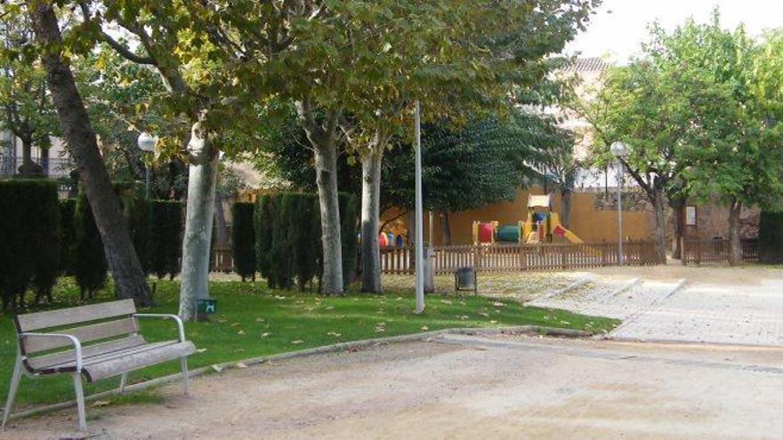 Artés obre el debat per fer zona de vianants un dels vials d'accés al parc