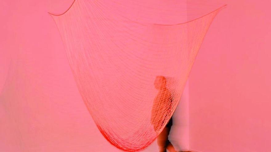El MAC centra su actividad en los vínculos entre moda y artes plásticas