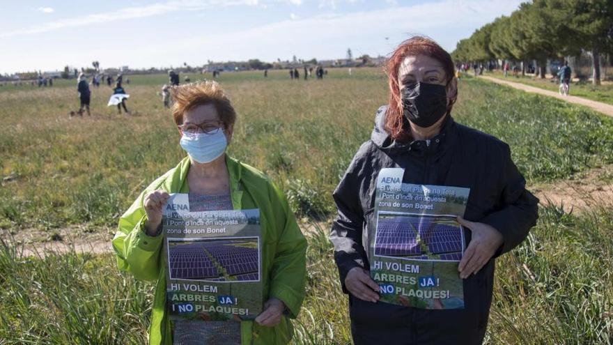 Anwohner protestieren gegen Solarpark am Flughafen Son Bonet