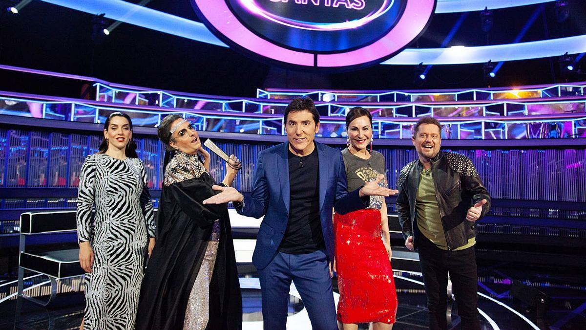 Manel Fuentes, con los asesores Ruth Lorenzo, Josie, Ana Milán y El Monaguillo. | ANTENA 3