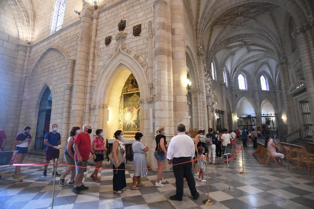 Colas para venerar a la Fuensanta, que se queda en la Catedral de Murcia