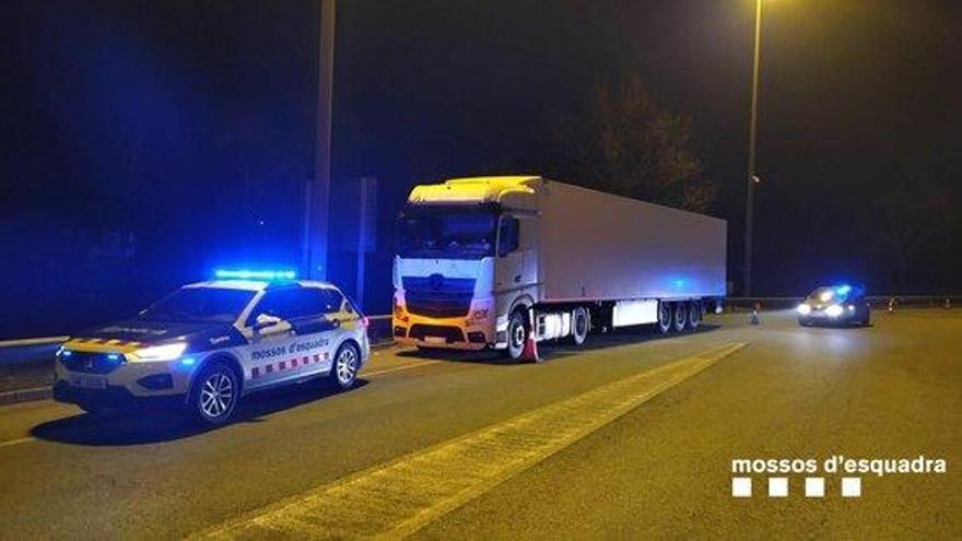 Detenen un camioner que conduïa fent ziga-zagues per l'AP-7, a l'alçada de Pontós