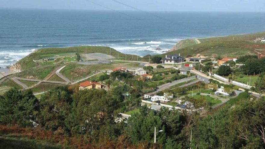El Gobierno local renuncia a la legalización de los núcleos costeros de Valcovo y O Rañal