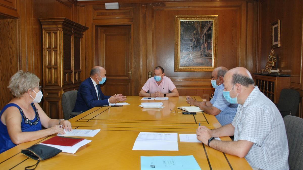 Imagen de la reunión mantenida en la Diputación