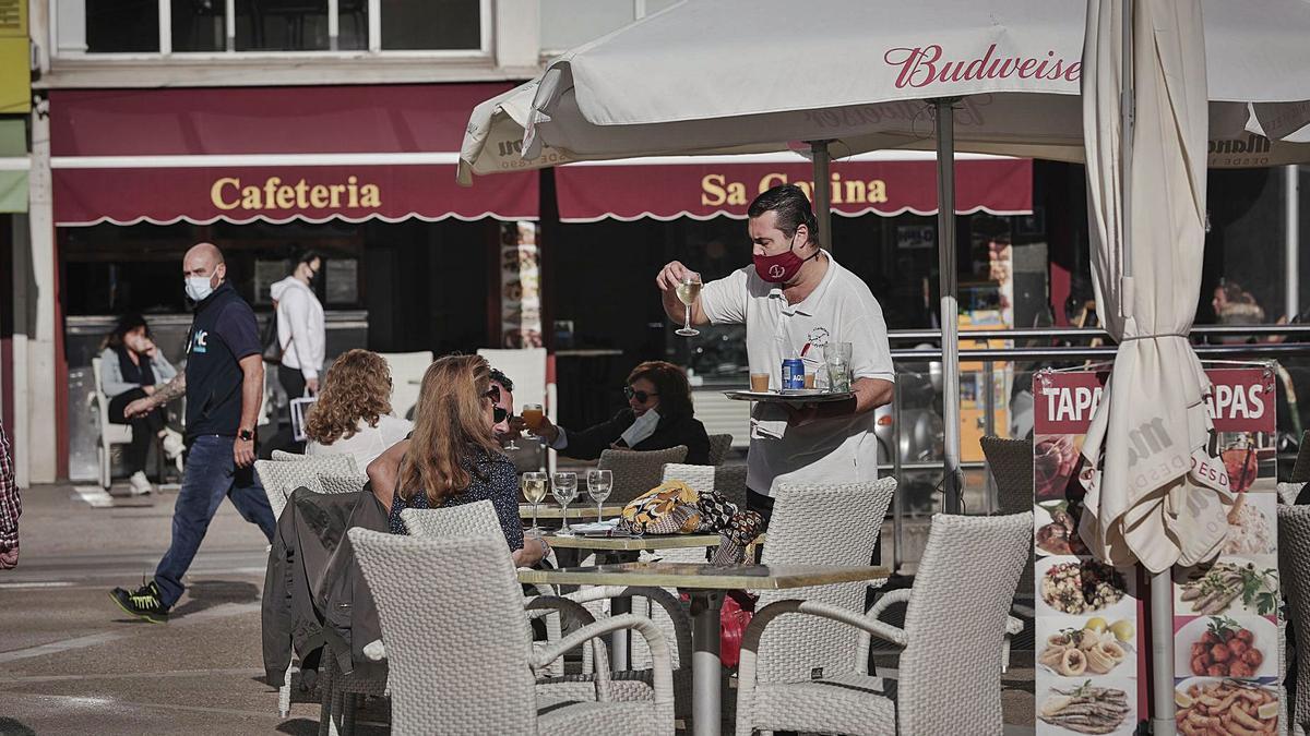 La obligación de identificar a los que coman en restaurantes se retrasa
