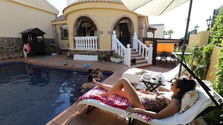 El Airbnb de las piscinas emerge en Alicante