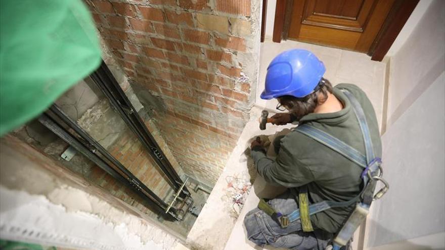 La Junta destina 930.000 euros a subvenciones para rehabilitar viviendas y poner ascensores en Córdoba