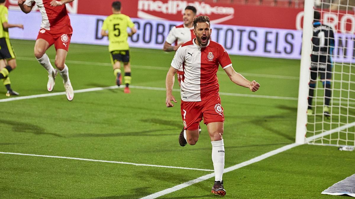 Cristhian Stuani celebra un gol contra el Saragossa en la victòria a Montilivi per 3-0.