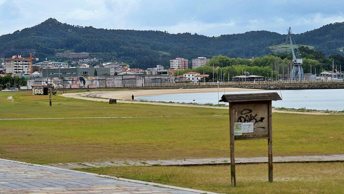 Las piscinas de agua salada se construirán entre la arena y el paseo marítimo. |   // NOÉ PARGA