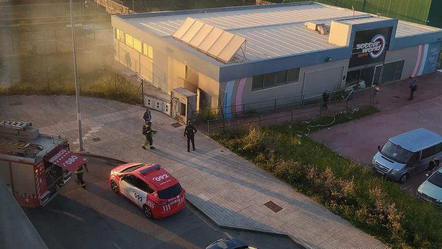 Un nuevo incendio en el Soccer World indigna a Nuevo Gijón