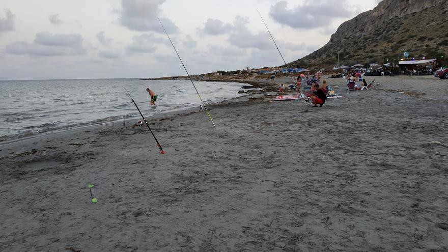 La Policía Local denuncia un aumento del 150% de la pesca furtiva este verano