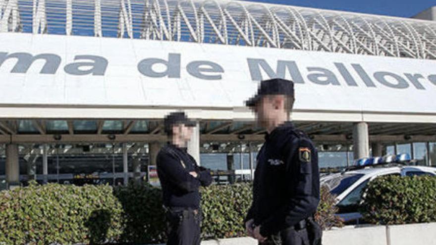 Una barrera amputa un dedo del pie a un niño autista en el aeropuerto de Palma