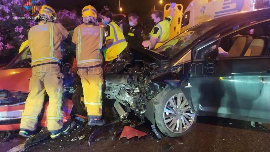 Una conductora kamikaze ebria y drogada causa un accidente con dos heridos en la Vía de Cintura