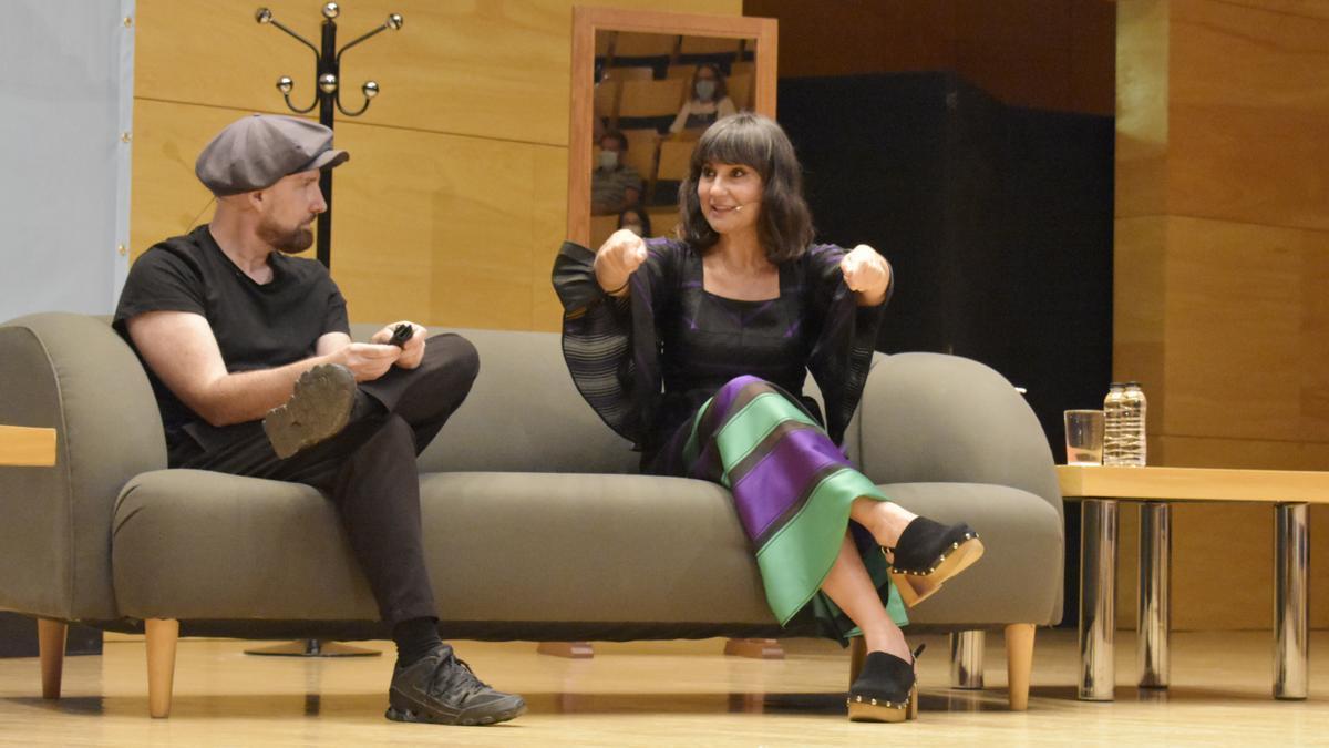 Juan Aguirre y Eva Amaral, en el Auditorio de Zaragoza, en el ciclo Los años bárbaros.