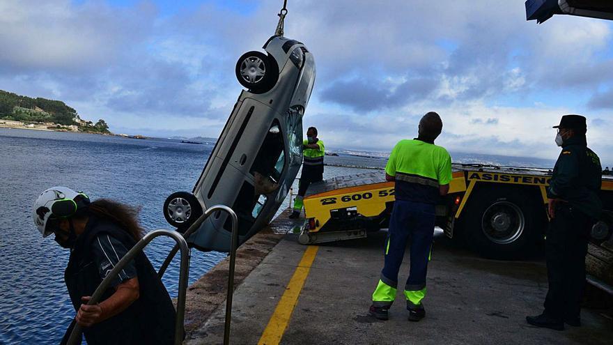 Un vecino de Bueu de 86 años fallece tras precipitarse con su automóvil al mar