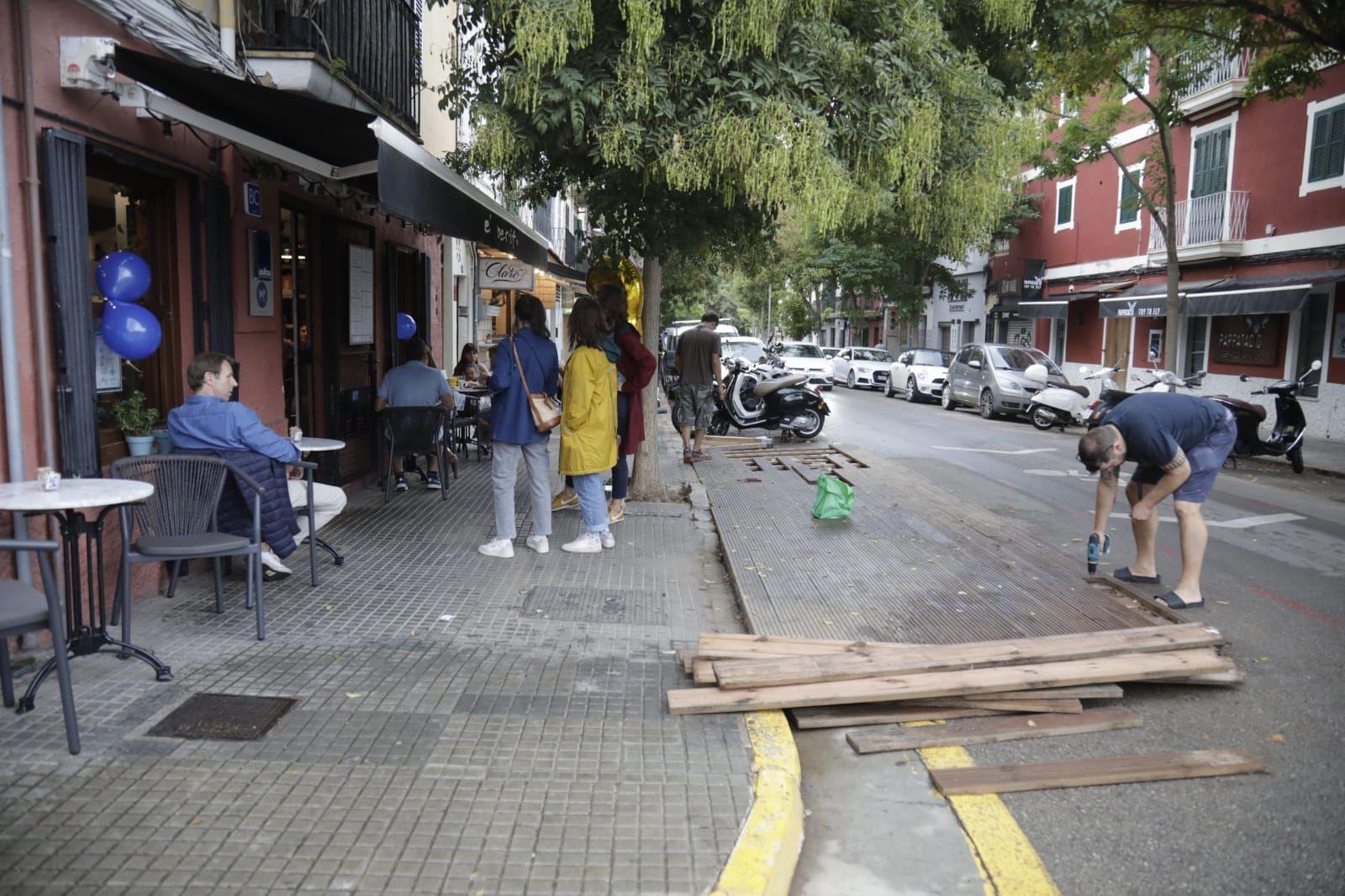 Los restauradores de Palma continúan con la retirada de terrazas