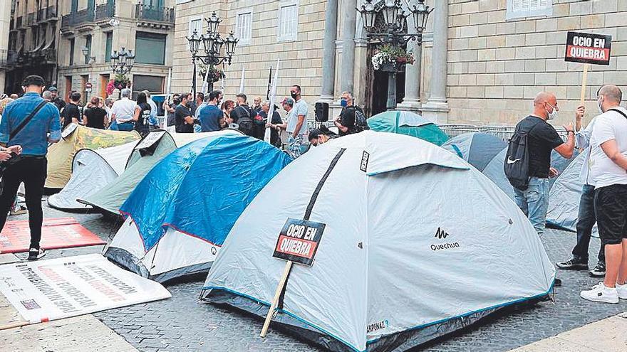 L'oci nocturn acampa a Sant Jaume per exigir un calendari de reobertura