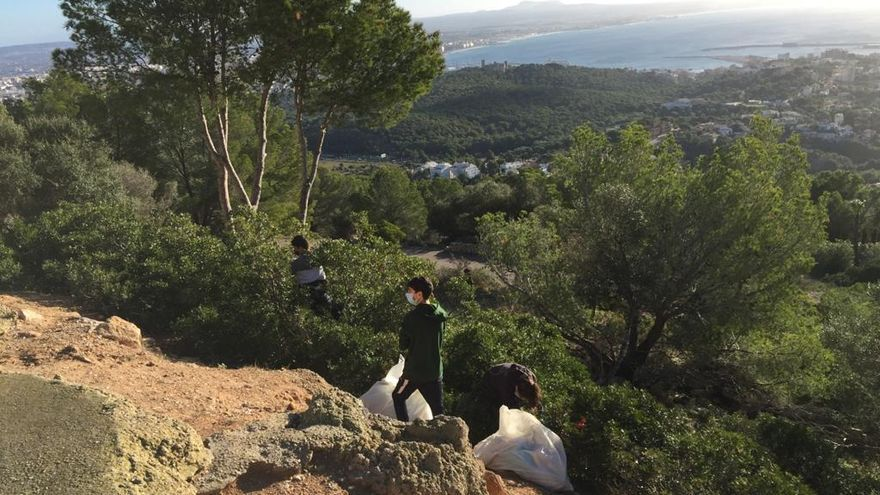 Retiran más de 700 kilos de residuos en Na Burguesa