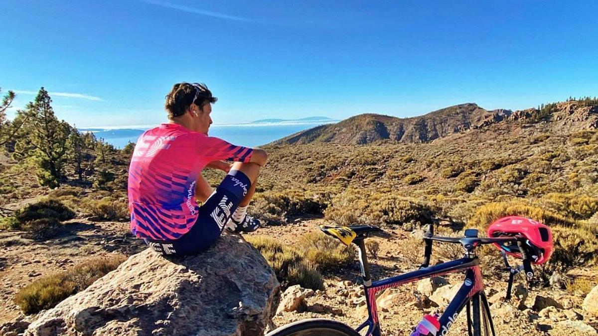 Alberto Bettiol, durante un descanso en un entrenamiento en Tenerife.