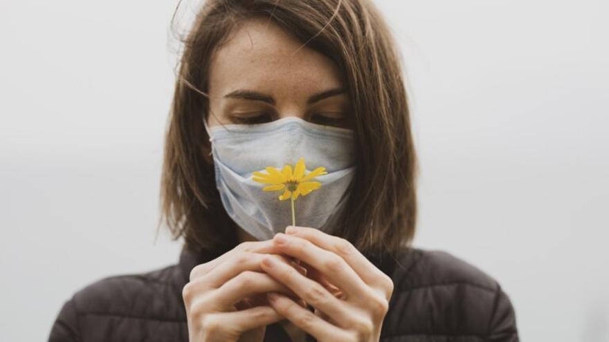 ¿Se puede curar el primer síntoma del coronavirus: la anosmia?