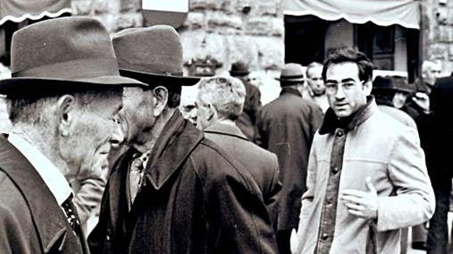 El poeta y brigada Justo Alejo en Florencia, en uno de sus viajes por Italia.