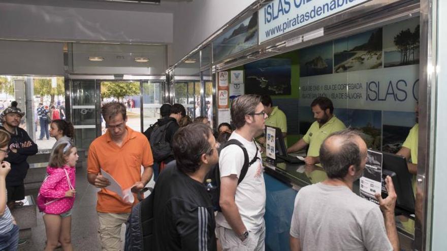 El escándalo de la sobreventa de billetes a Cíes se salda con una multa de 6.400 euros