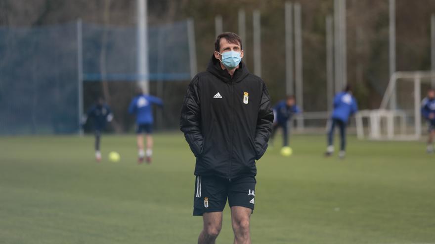 El Oviedo vuelve a enfrentarse al reto de dar bajas: Ziganda se resigna y los agentes se lamentan