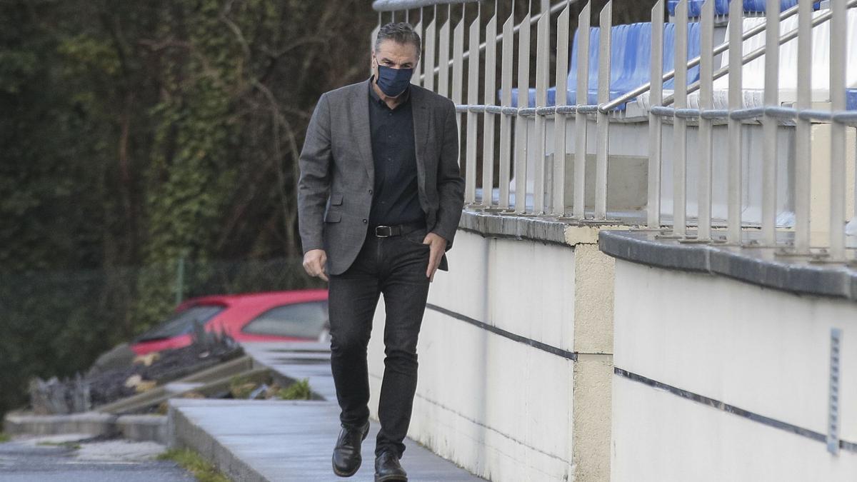 Fernando Vidal, en Abegondo para despedirse de la plantilla