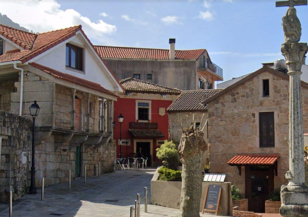 Conjunto de casas da Rua Vicente Lopez oia.jpg