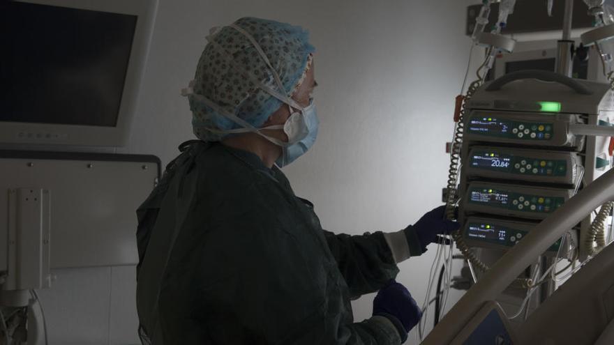 El Col·legi de Metges de Catalunya defensa un confinament estricte i curt