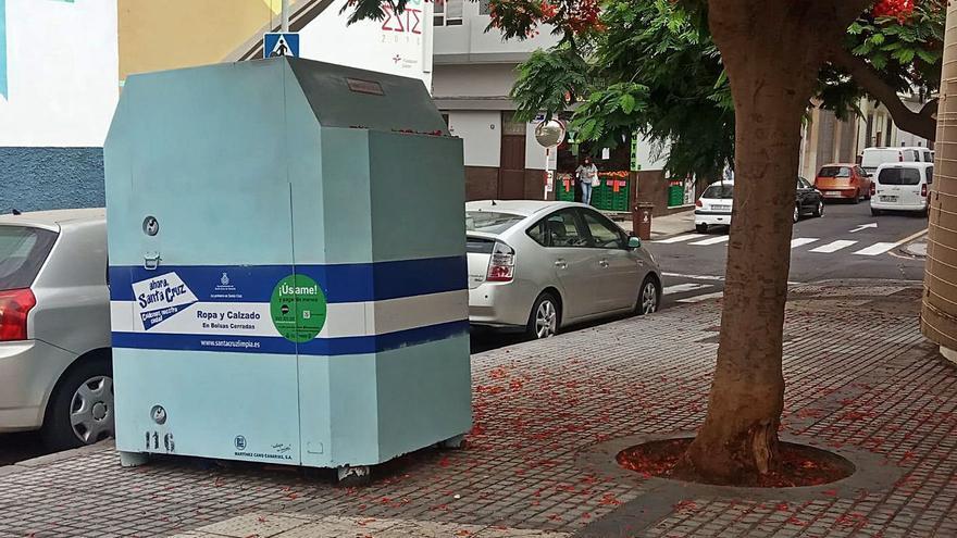 Santa Cruz aumenta los contenedores para la recogida de ropa y calzado