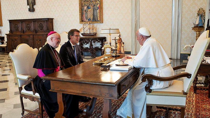 """Feijóo invita al Papa Francisco a Galicia: """"Verlo peregrinando sería la mejor noticia"""""""
