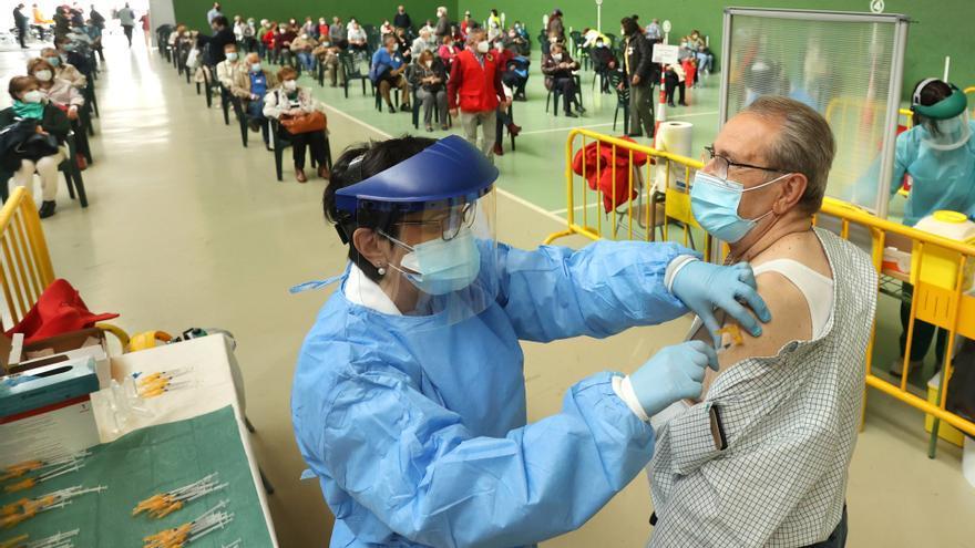 La incidencia por COVID continúa cayendo en Castilla y León