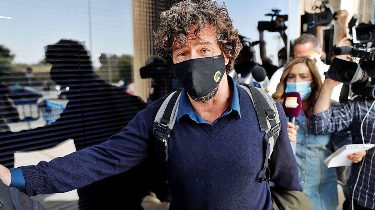 El escultor Nacho Palau, ayer, a su llegada a los juzgados de Pozuelo de Alarcón (Madrid).