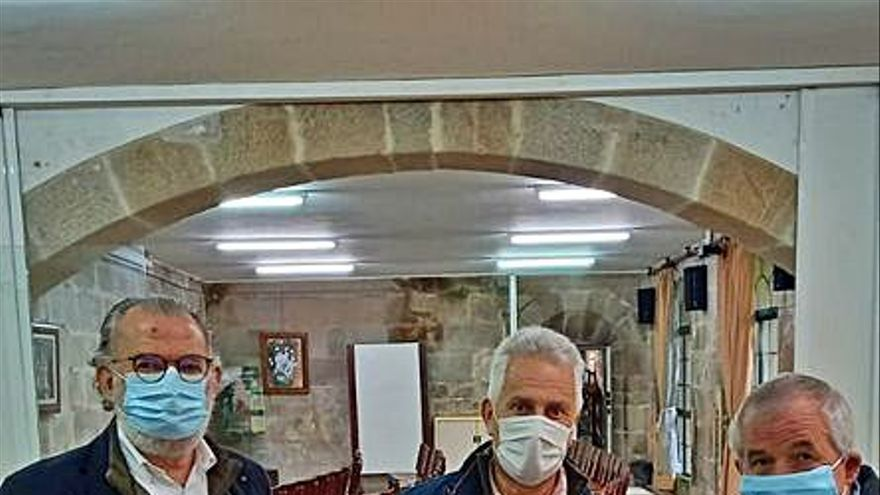 El Concello entrega al Mosteiro un obsequio para recordar la figura de Frei Jerónimo