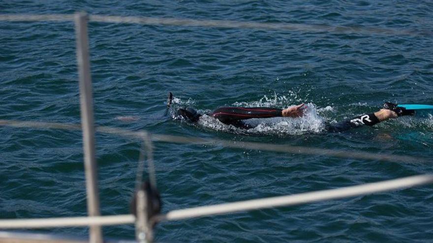 Un nedador surt del Japó per creuar el Pacífic i arribar als EUA en 6 o 8 mesos