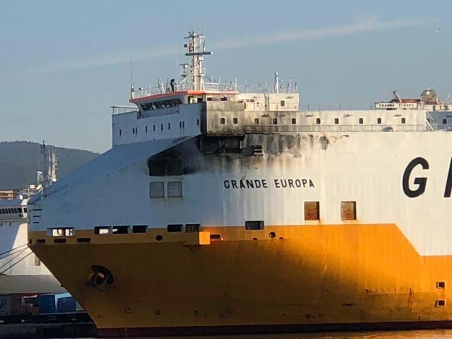 El barco incendiado Grande Europa ya está en Palma