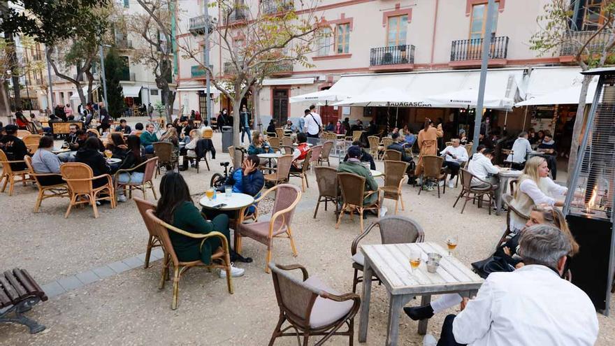 Las terrazas de Ibiza reabren por la noche más de dos meses después: «Más que un alivio, es un follón»