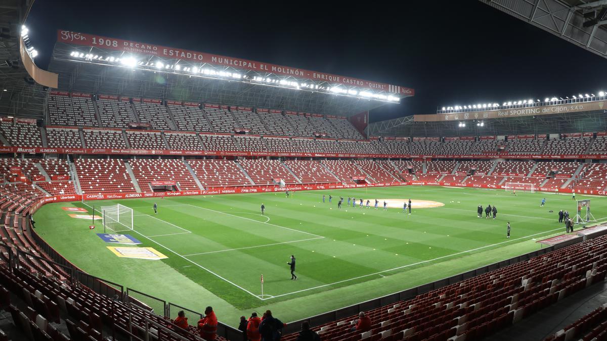El estadio El Molinón, vacío durante un encuentro de esta temporada