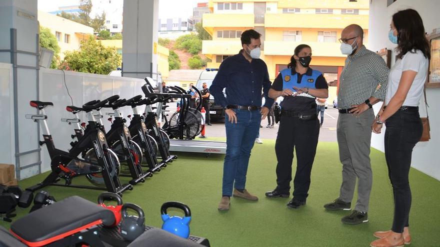 La Policía Local recibe material  para mejorar su condición física