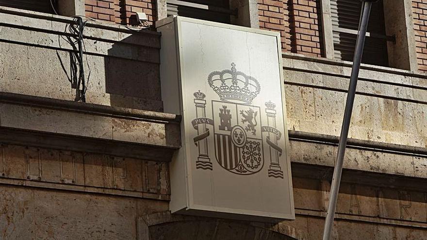 El Gobierno retirará los 43 símbolos franquistas de dependencias de la Guardia Civil localizados por un informe de 2011