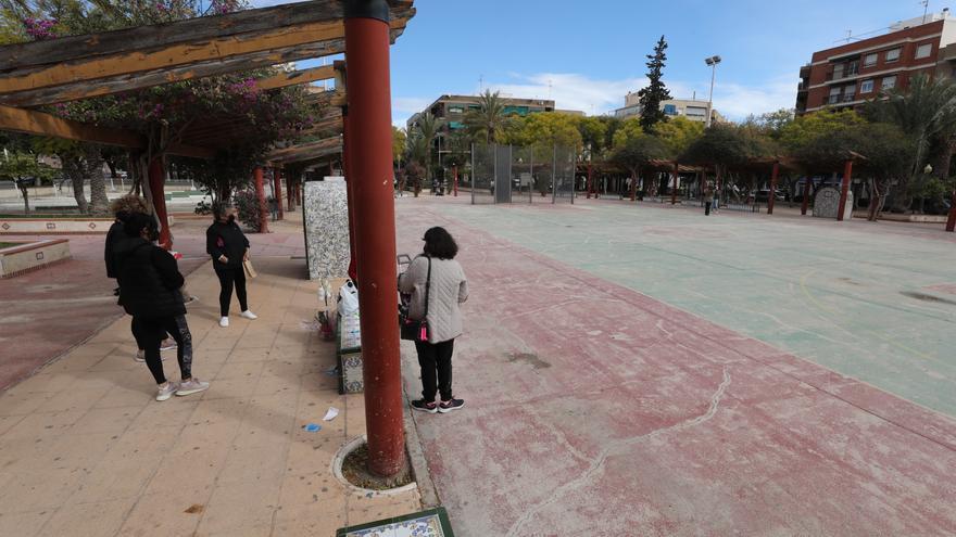 Elche da un nuevo paso para la ampliación de colegio de La Baia y la remodelación del Jardín de Andalucía