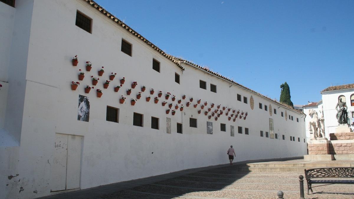 Exterior del convento de Santa Isabel, en la plaza Conde de Priego.