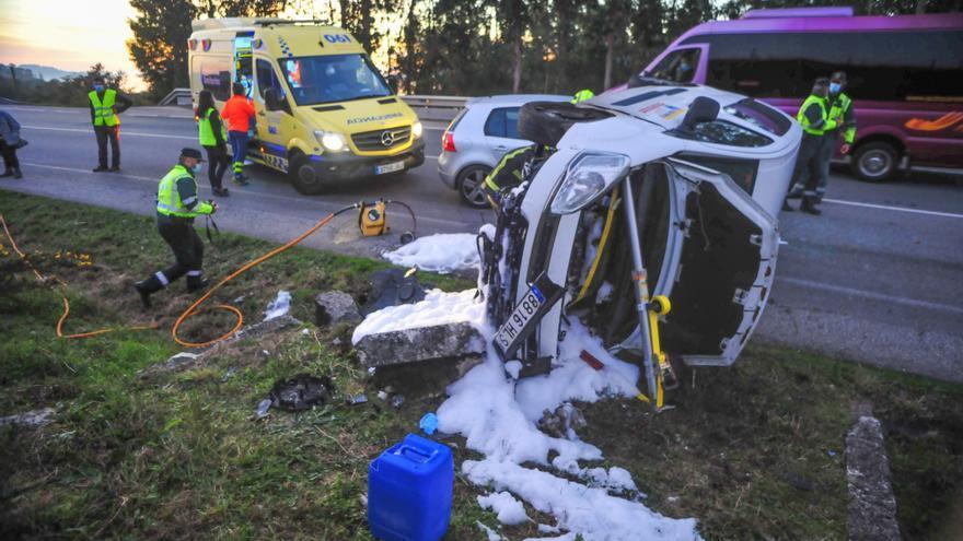 Herido tras volcar su furgoneta en Bamio