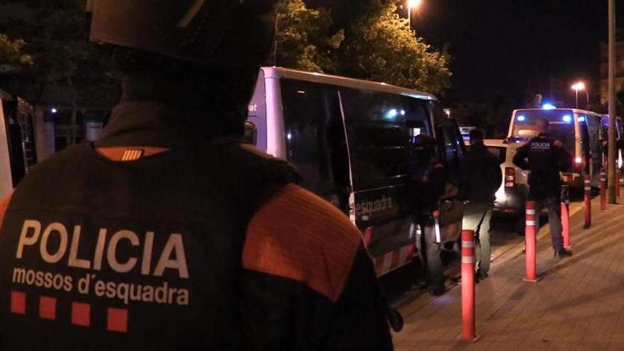 Los Mossos d'Esquadra investigan los apuñalamientos.