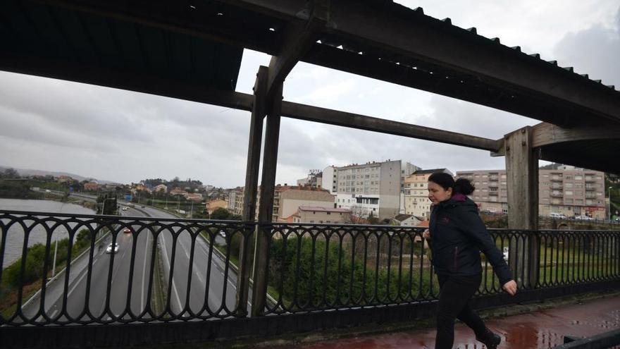 """Los Bomberos alertan del """"grave deterioro"""" de la marquesina del puente de A Barca"""