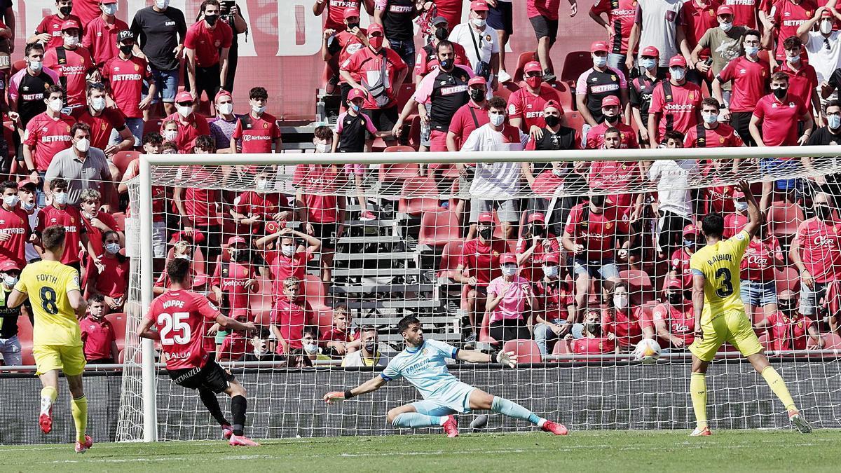 Hoppe, que puede ser titular en el Bernabéu, debutó el domingo con un gol anulado por fuera de juego.