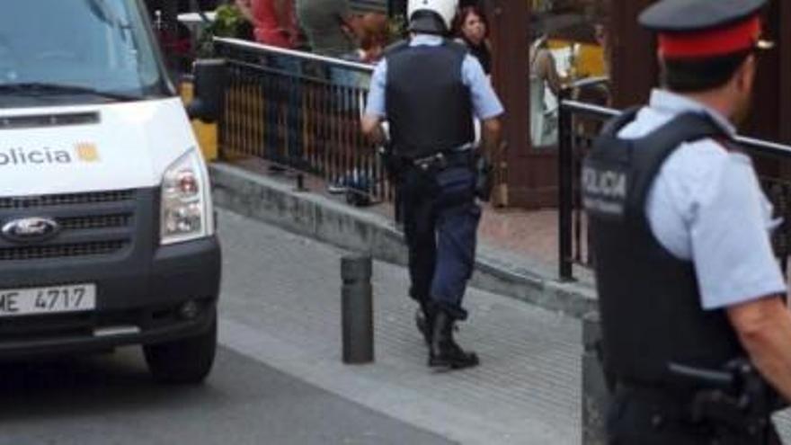 Detenidos tres turistas por violar a una joven en Girona